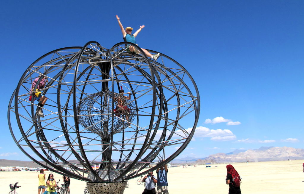 browse on the ePOD Sphere, Burning Man 2014.